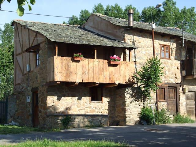 Casa rural en el Bierzo - San Esteban del Toral - Dom