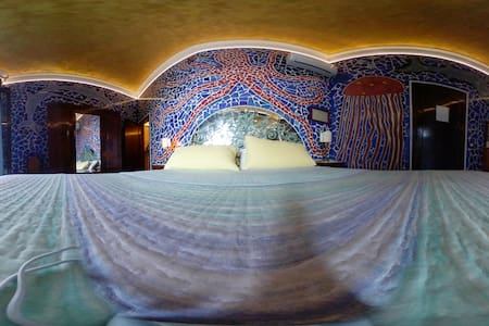 room Gaudi