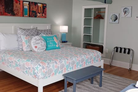 Bald Head Island Romantic Bed & Breakfast Suite