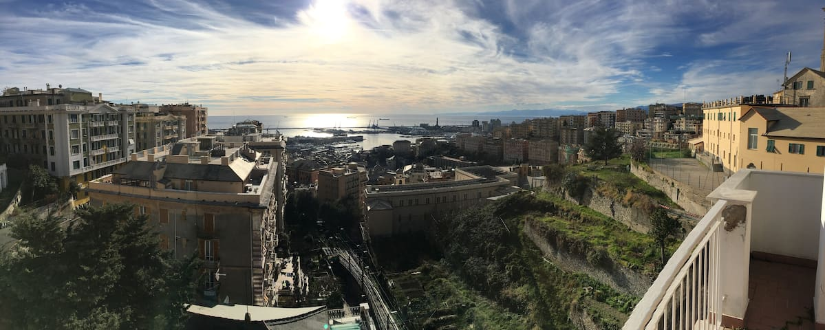 Charming Pearl in penthouse with amazing view! - Genova - Flat