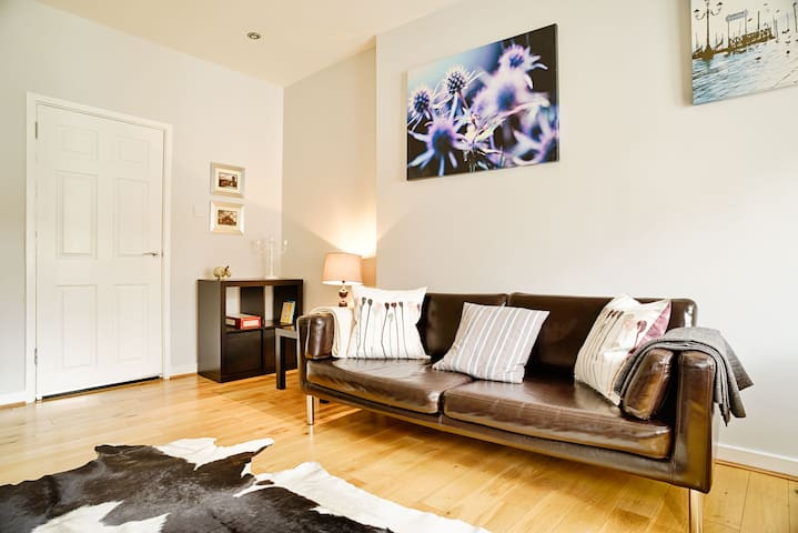 Bright Royal Mile Apartment