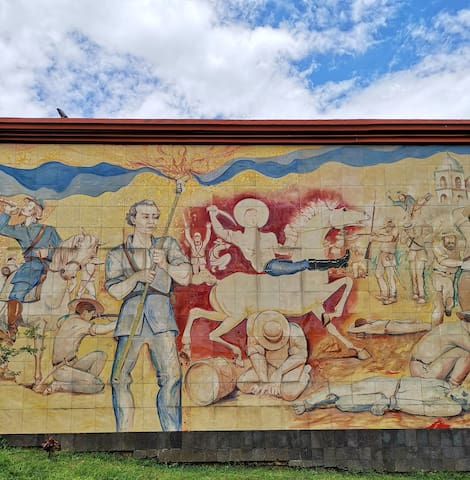Point of interest: Great mural.  15 minutes walking.