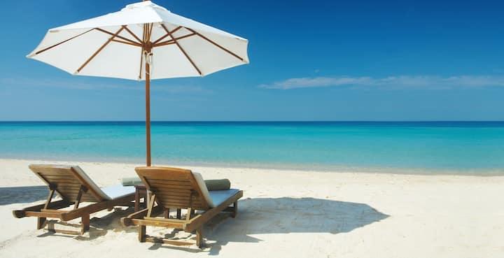 Ideal location Siesta Key Beach across the street