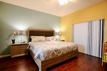 New opening 2 miles to Disney 3br/2bath with view - 基西米 - 公寓