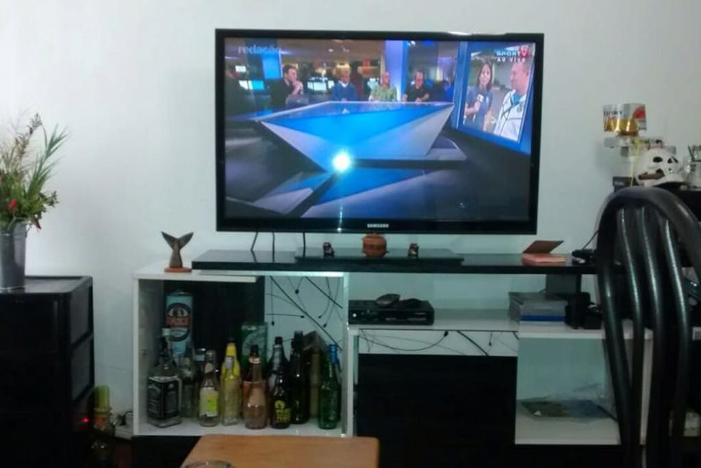 TV na sala de 43' polegadas e HBO, Telecine, Premier, Combate...TODOS OS CANAIS.