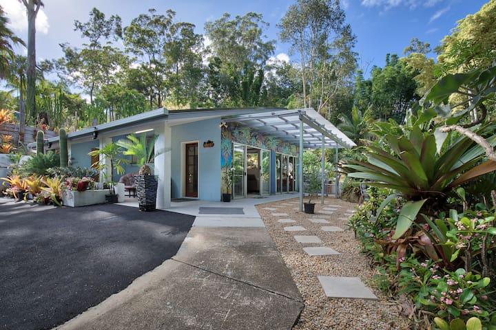 'Ancient Gardens'  Guesthouse & Botanical Garden