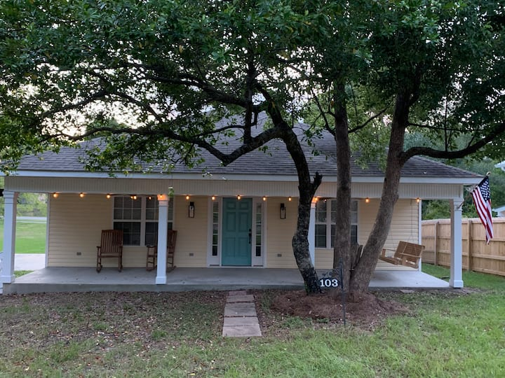 Great Location in Old Town -- .2 miles to beach