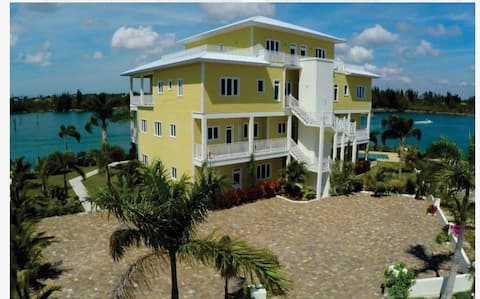 Sea, Sand and Luxury in Grand Bahama w/ Boat Dock
