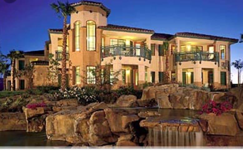 Luxury 2BR 2BA Villa-Prime location Coachella 2020