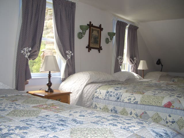 Upstairs Bedroom, Pond side, 4 twin beds