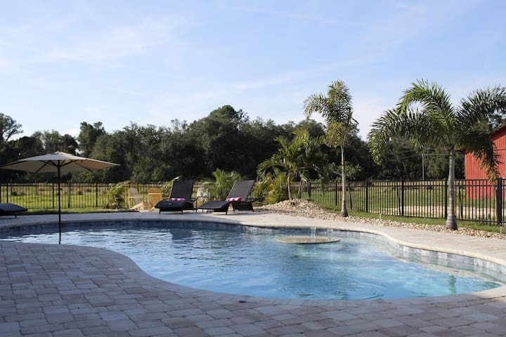 Heated Pool Home near Disney, Legoland-Sleeps 11