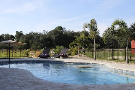 Private Pool Home on 5 acres near Disney 5bedrooms