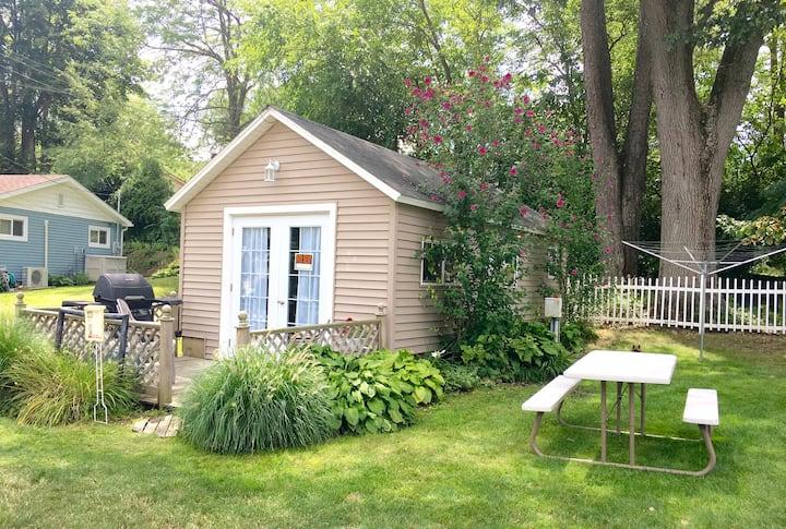 Simple & Fun Studio Cottage