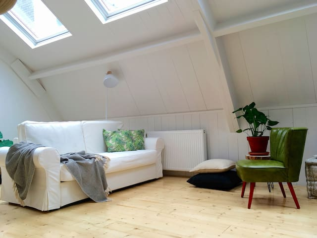 Urban lodge: bright&white, central location - Breukelen - Apartemen