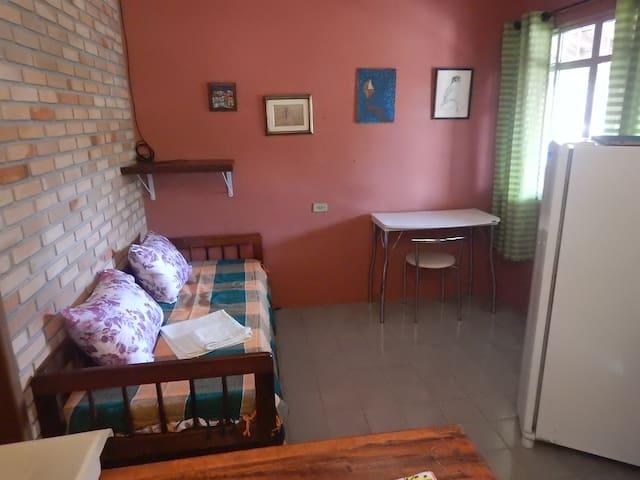Apartamento completo perto da balsa - com Garagem - Ilhabela - Leilighet