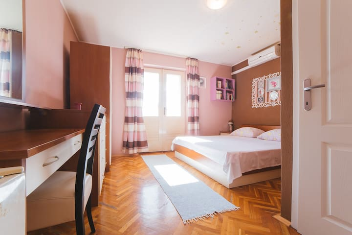 Coazy double bedroom with a seaview - Makarska - Haus