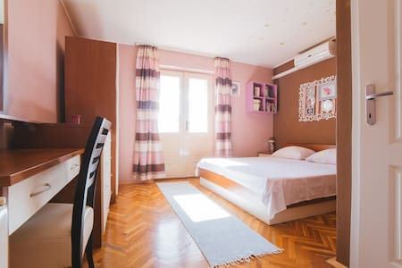 Coazy double bedroom with a seaview - Makarska
