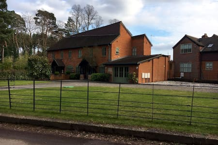 Beautiful lakeside home 35 minutes from London - Pirbright - Dom