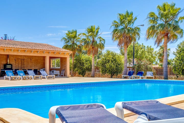 Fantastic Holiday Apartment with Pool, Wi-Fi, Terrace and Garden