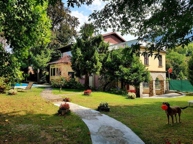 Villa Cesarina, Vallio Terme, Salo'(Camera Gialla)