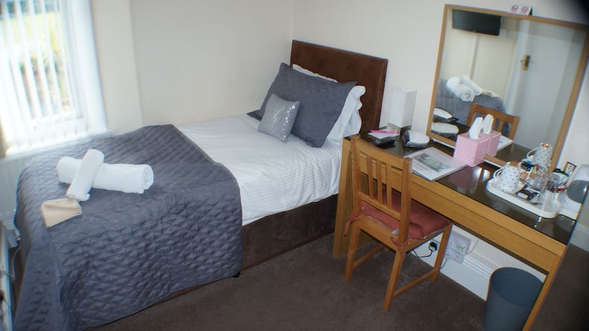 4 Star Guest House - Single En-suite Room