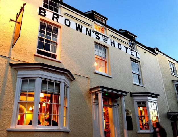 Brown's Hotel ♥ Of Laugharne - Rare Opportunity
