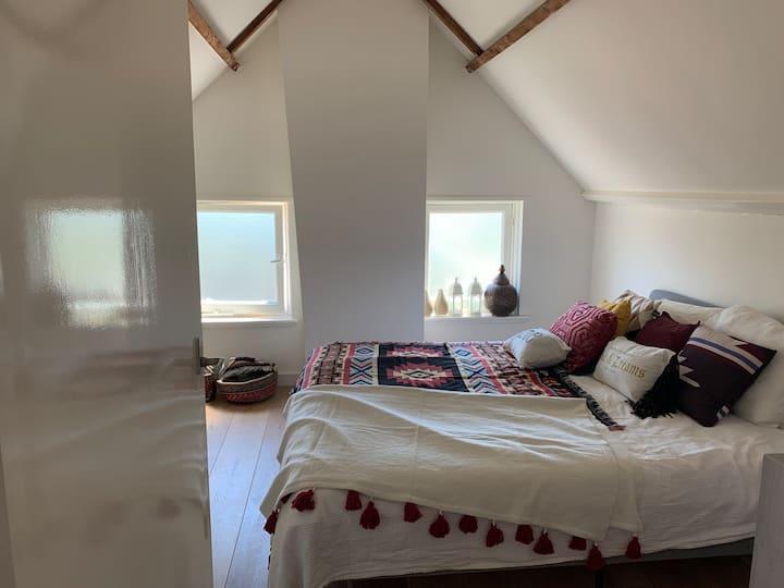 Gezellig huis met grote tuin in Ibiza sfeer!