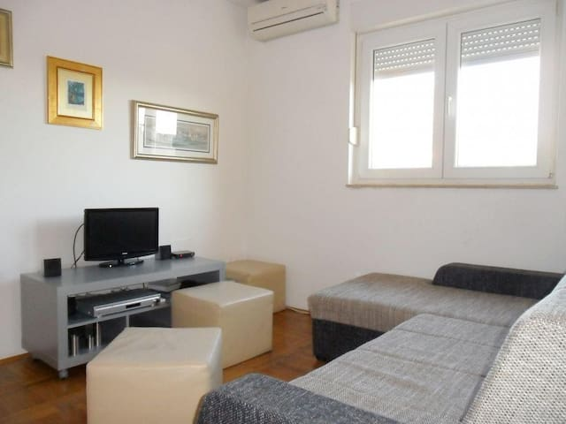 One bedroom apartment with terrace and sea view Omiš (A-2822-b) - Omiš - Wohnung