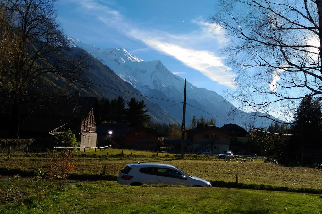 vue du Mont-Blanc du salon,salle à manger et 1ère chambre.
