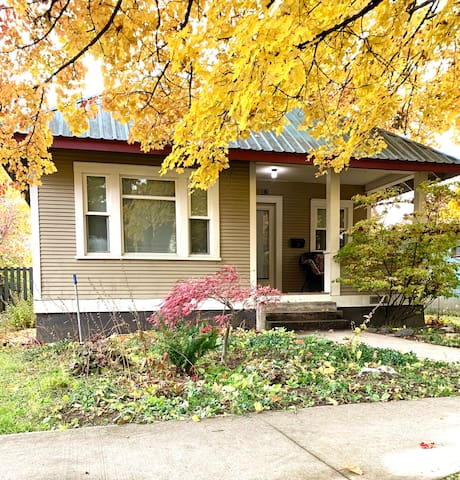 Clean & Cozy Home Near Downtown, Schweitzer & Lake