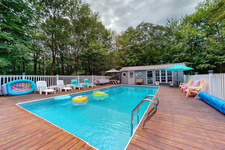 New listing! Well-located apartment w/ shared pool & firepit - near downtown!