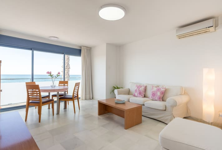 1AV Apartment with sea view