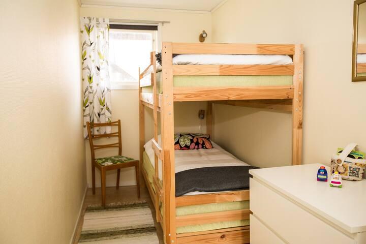 Sovrum 2 med våningssäng.
