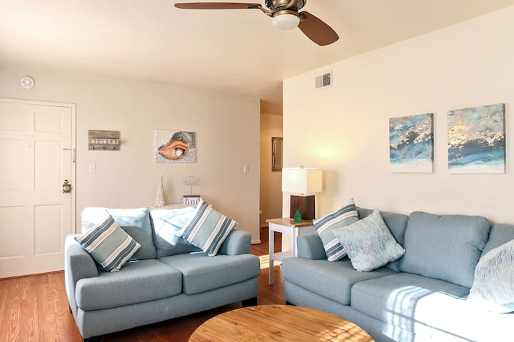 Virginia Beach Condo just 3-4 blocks to the Beach!