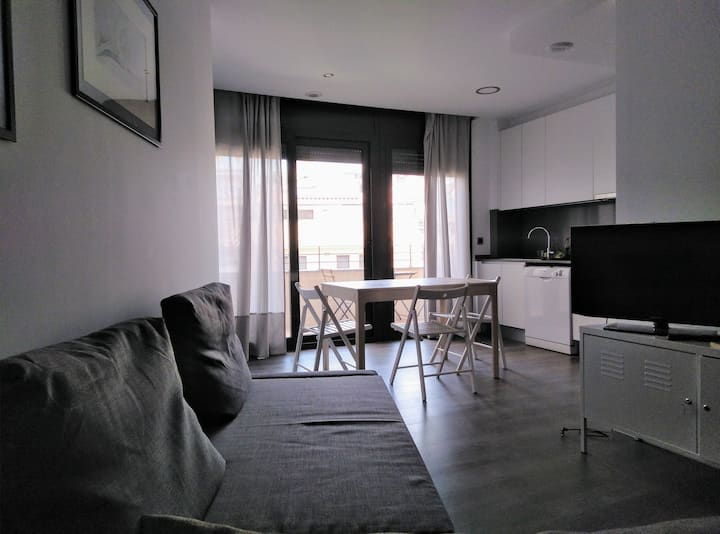 Cozy new flat 20 minutes from the center of BCN