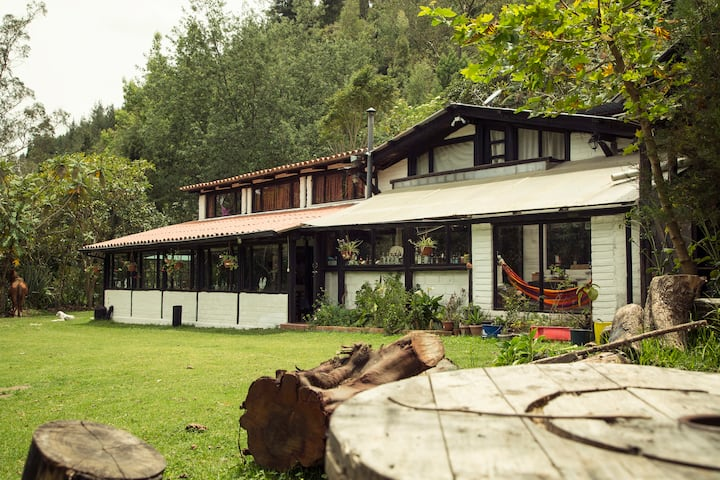 Nono Farm Stay, birdwatching horses close to Quito