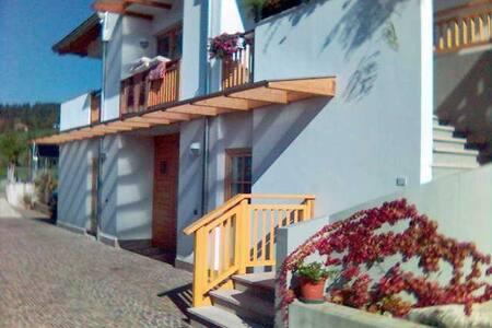 Villa Cristina vista spettacolare - Ronzone - Mökki