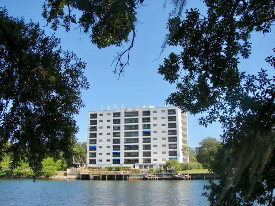 Downtown tampa waterfront retreat condominiums for rent for Waterfront retreat