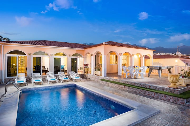 Family Villa - Private Pool - Sleeps 6