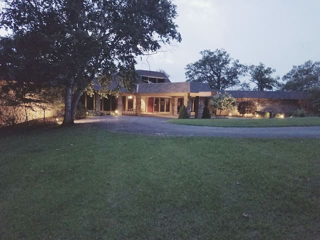 Secluded and Spacious Estate. Event Rental