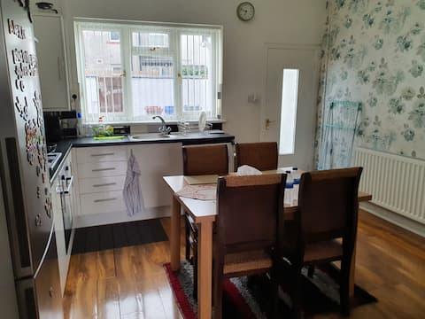 素晴らしい2ベッドハウス。清潔で安全かつ快適