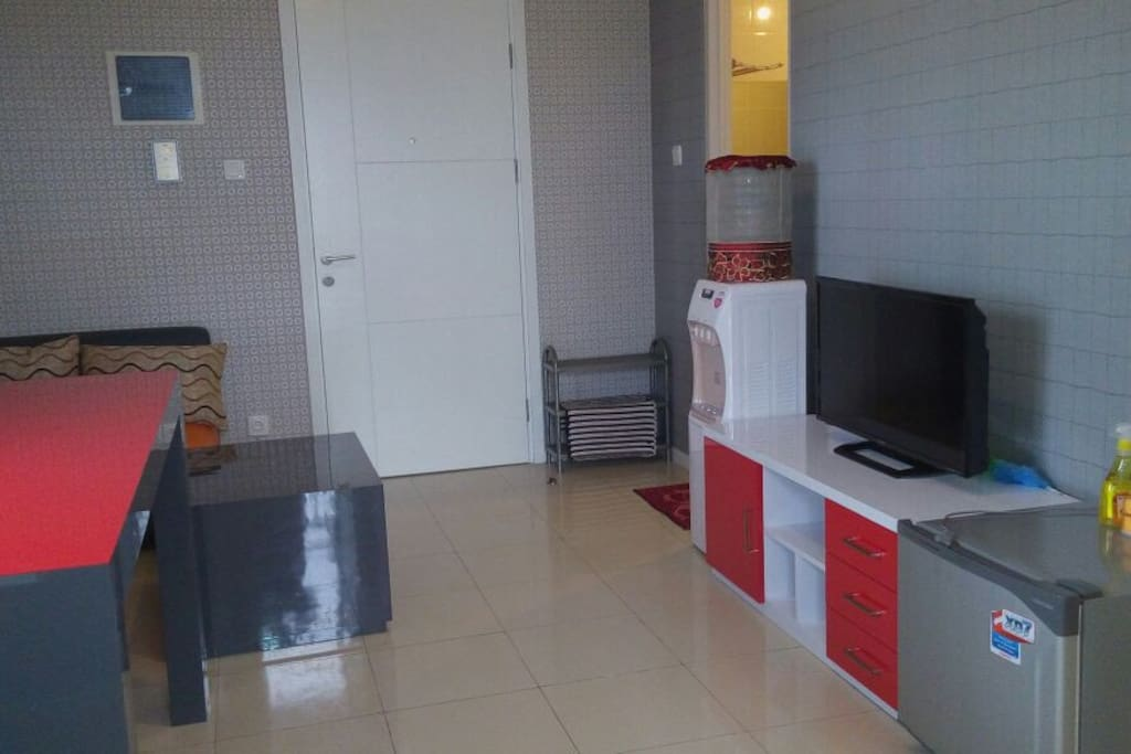 Ruang Tamu (TV LED + Dispenser + Refrigerator + Sofa Set + Dining Set)