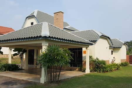 A' Famosa Villa with Private Swimming Pool - Alor Gajah - Bungalow