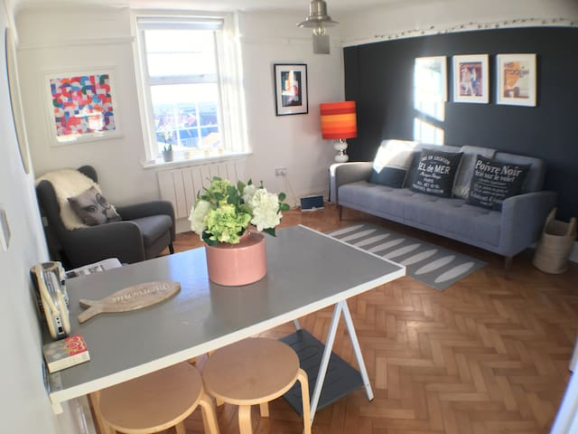 Light and airy double apartment with great views. - Deal - Lägenhet