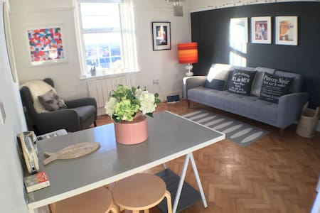 Light and airy double apartment with great views. - Deal - Appartement