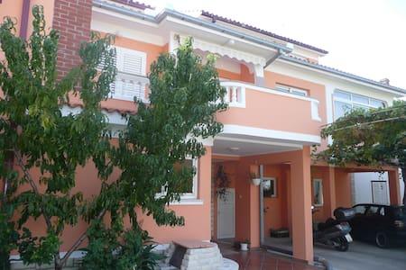 Classic studio apartment in Palit - Palit - Pis