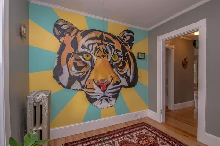 Sunny Artist's Home, Portland area