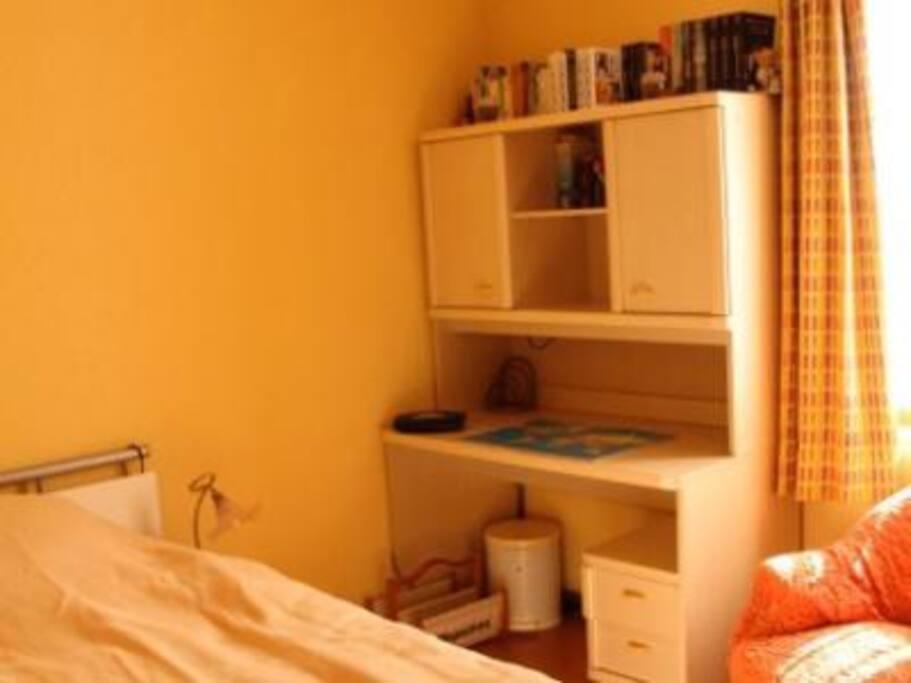 Jolie chambre meubl e maisons de ville louer monthey for Chambre de commune