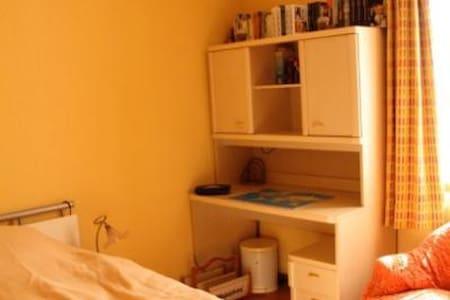 Jolie chambre meublée - Monthey - Řadový dům