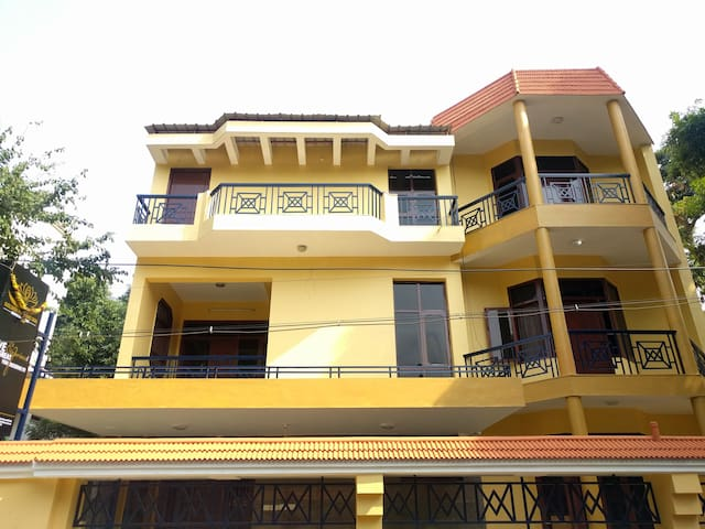 Spacious Modern Apartment near Ekkatuthangal